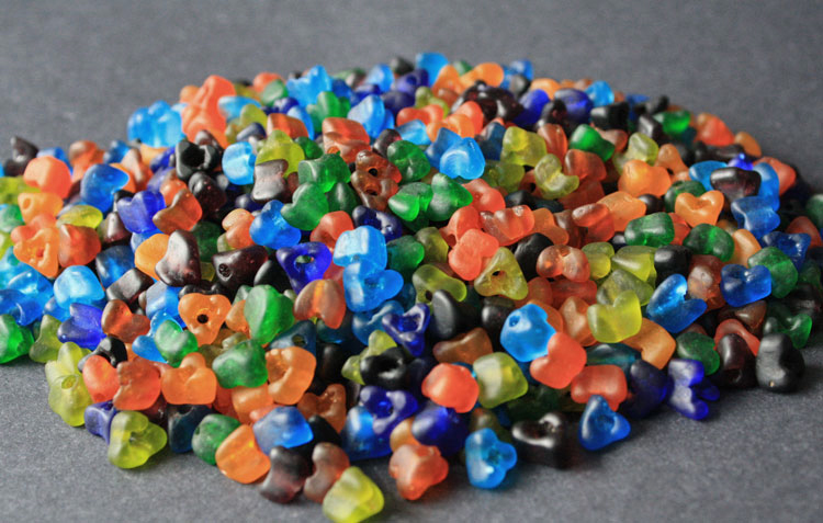 African-Beads-Ghana-Krobo-Recycled-Glass-Red-Grape-Triangle-7-to-8-mm-mixed-colour-loose