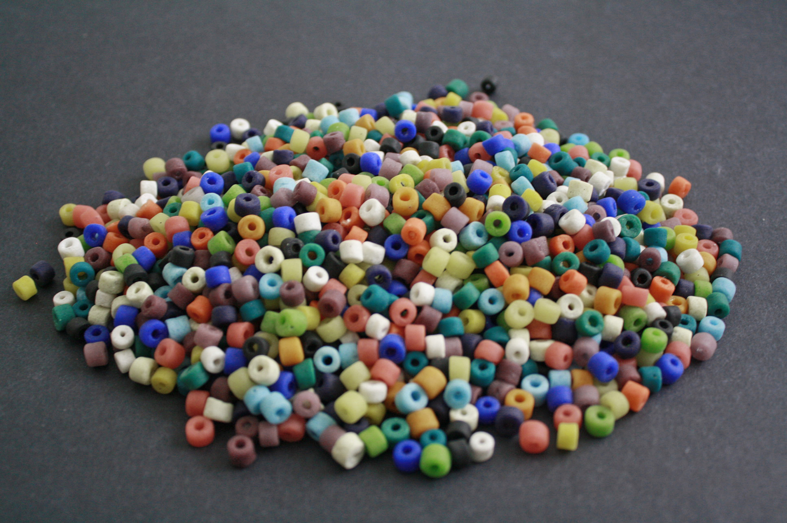 African-Beads-Recycled-Glass–Spacers-4–5mm-mixed-lot-2021-side-view