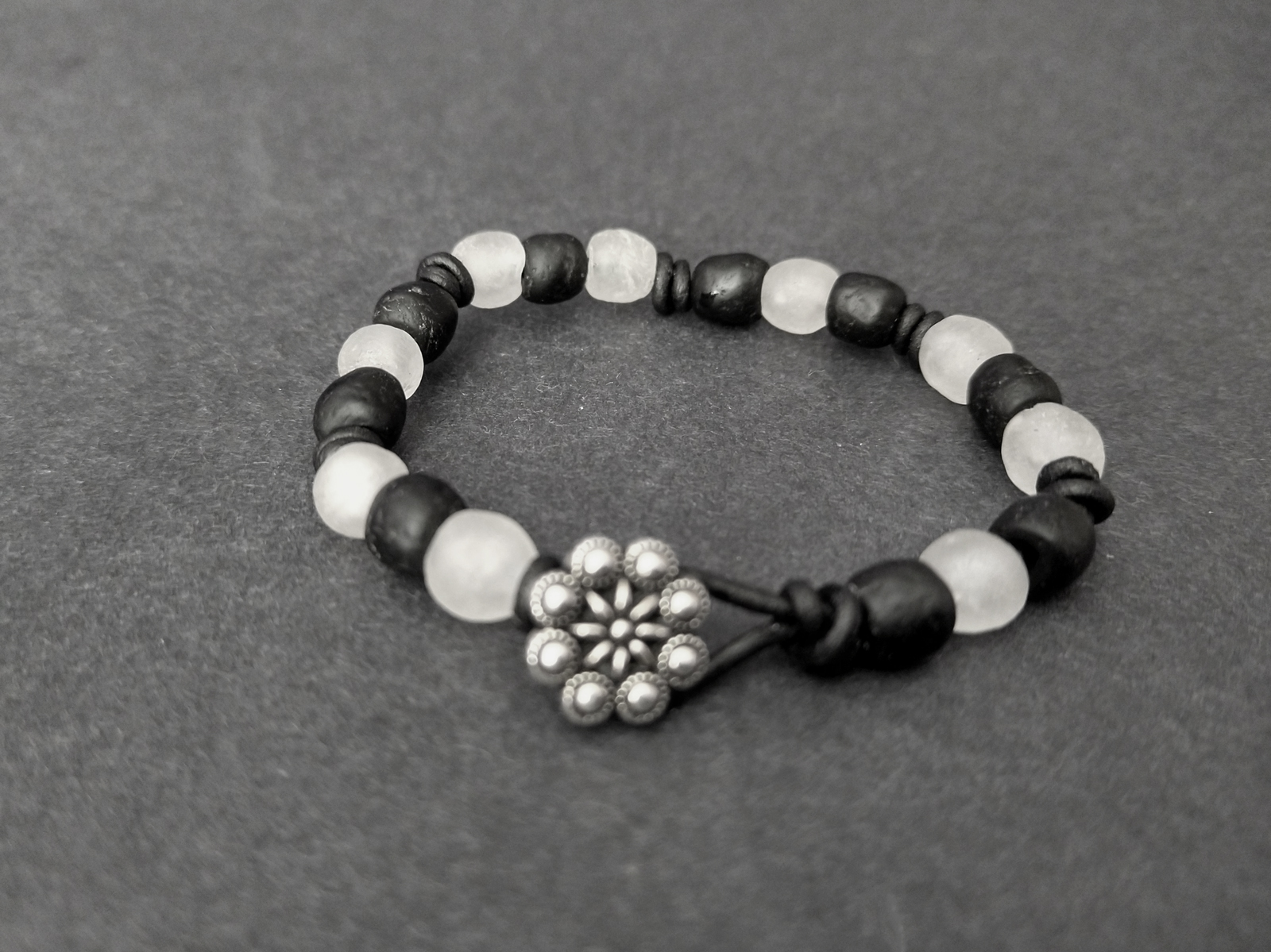 Knotted-recycled-glass-bracelet-with-black-leather-cord-button-black-and-white-button-view