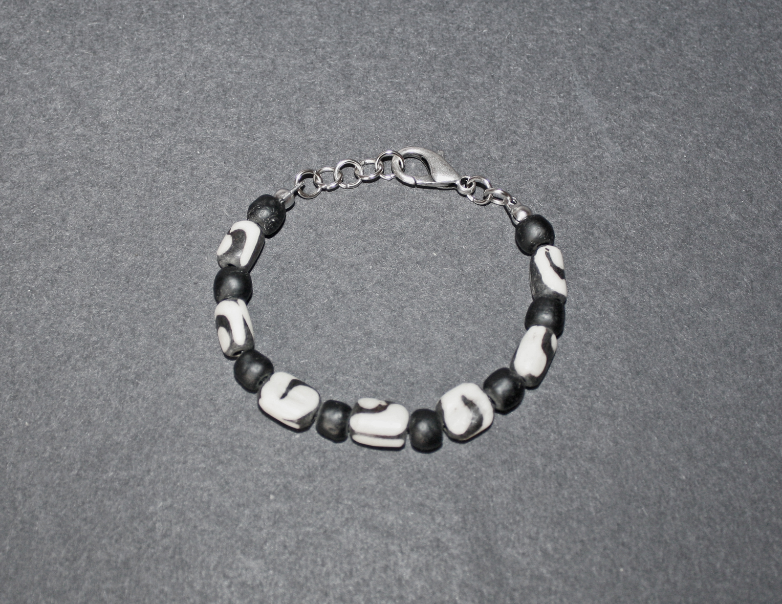 Bone-and-glass-bracelet-with-lobster-clasp