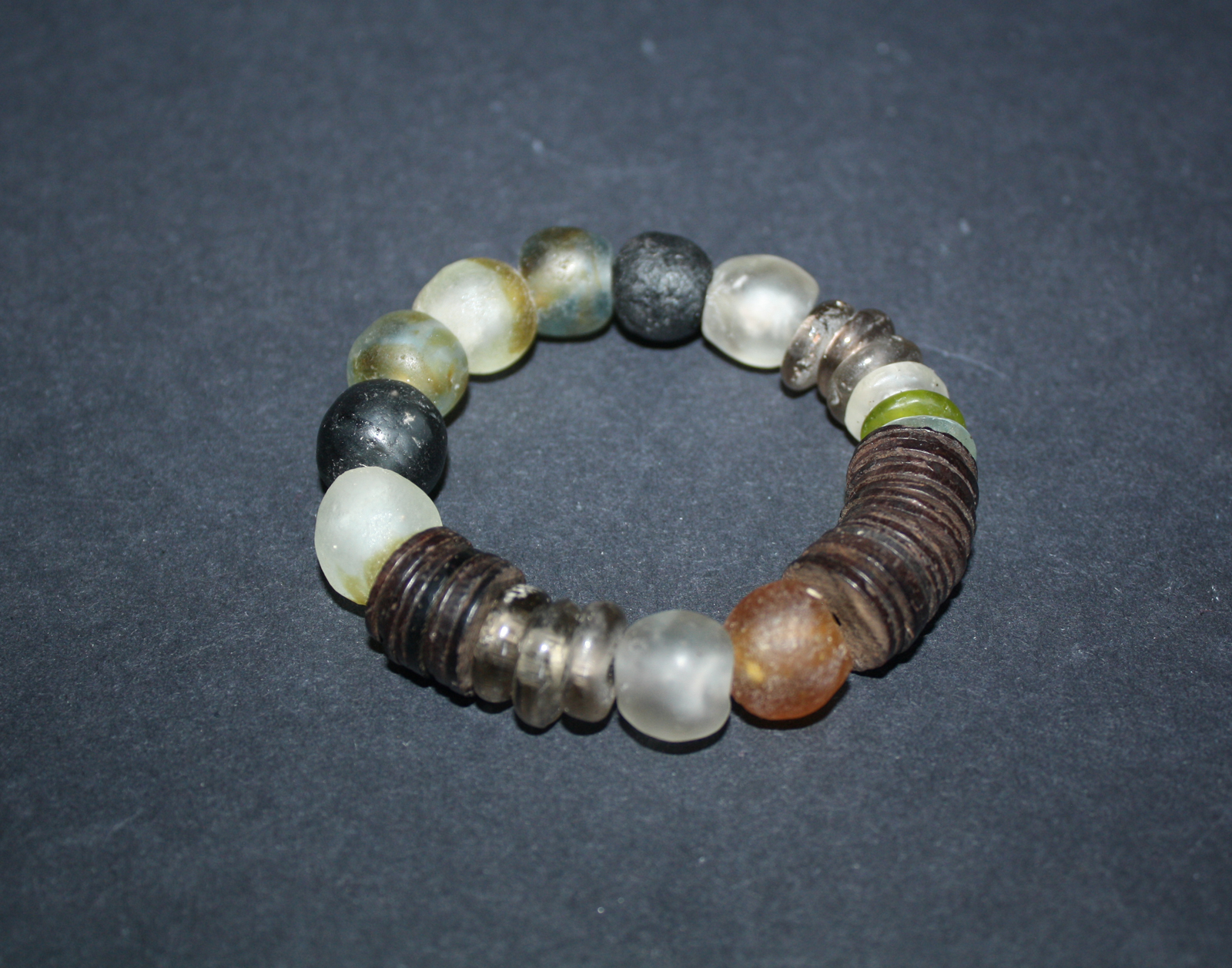 Chunky-Recycled-glass-and-Coconut-shell-bracelet